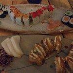 only salmon (arriba) y roll temporizado y sashimi pez mantequilla (abajo)