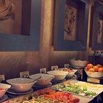 بصراحة اجمل اوتيل في كولمبو ، فية ١٥ مطعم منوع ، كل مطعم احلى من الثاني ، نظيف جدا ورااااقي