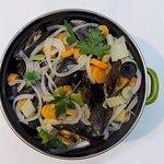 """Moules  """"JUMBO"""" aux légumes frais , frites maison"""