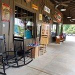 Photo de Cracker Barrel Old Country Store