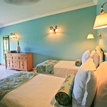 Twin bedroom in Flamboyant Villa - ideal for families with children or teenagers