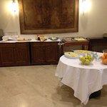 colazione salata e frutta mista