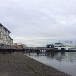 Hotel und Blick auf die Fähre nach Whidbey Island