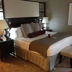 Hamilton Crowne Plaza, room