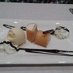 Canutillo de queso Izabal ,con helado de vainilla.