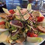 Super moment chez Fanny, avec la salade gourmande et le camembert fondu. Un délice comme d'habit