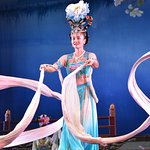 White Sleeve Dance at the Tang Dynasty Song and Dance Show