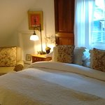 Amazingly beautiful, warm welcome & great care by owners. Complementary wine & cheese hr, then a