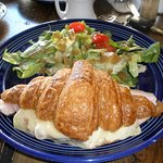 very nice presentation of the lunch croissant