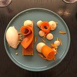 Carrot cake, carottes croquantes, crème cardamome, crème glacée chocolat blanc