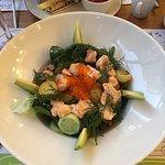 Паста с томатами - острая, о чем не указано в меню.  Салат со шпинатом - класс!