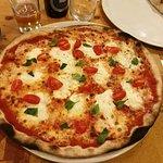 pizza con stracciatella, pomodorini e basilico: la morte sua!
