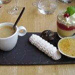 Café gourmand :il manque un financier dégusté avant la photo