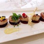 noix de st jacques, betterave, caviar, mousseline