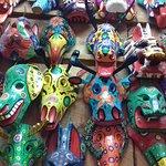 Mascaras tipicas custam em torno de 100 qutzales