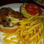 burger with pesto