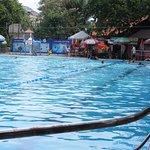 Hồ bơi trong xanh, sạch sẽ trong Khu DL Sàigòn Park Resort, TDM.