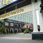 Van Phat Riverside Hotel