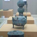 objets trouvés dans des tombes Han en cuivre dont cuiseur vapeur