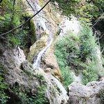 водопад рядом со входом