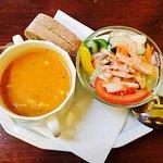 Mittagsmenü Vorspeise: Tagessuppe und kl. Salatbouquet