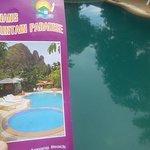 couleur de la piscine sur le depliant et en vrai!