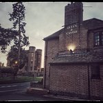 Our pub is situated directly opposite the gorgeous Kenilworth Castle.