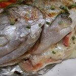 Trucha rellena con mariscos y queso asadero