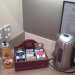 Electric kettle, teas & coffe
