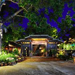 Cổng chính nhà hàng Làng Ngon vào ban đêm! The main entrance of Lang Ngon at night!