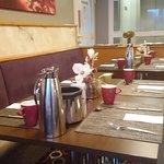 nett eingerichteter Frühstücksraum