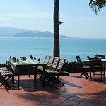 Nhà hàng view biển khá đẹp! The seafood restaurant with sea view!