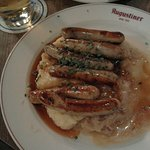 6 small sausages, mashed potatoes and sauerkraut with gravy: delicious!