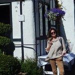 A la entrada del hermoso cottage The Pelican Inn