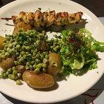 Photos de plats du midi, poulet bien mariné, risotto avec émietté de poisson très bien assaisonn