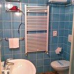 bagno dotato di ogni confort 8coma ciabattine e accappatoio)