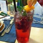Hjemmelavet lemonade med hindbær og mynte