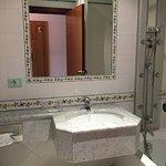Art deco looking & spacious bathroom