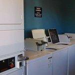 Photo de Days Inn & Suites Davenport