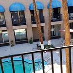 International Hotel & Suites Resmi