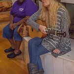 Janelle Arthur (5th runner up on American Idol) - tour guide and great singer