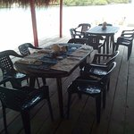 hermoso muelle amplio para tomar el sol y disfrutar de los exquisito menu del ecotel los erizos