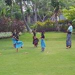 balinesichen Kindern wird das Tanzen beigebracht