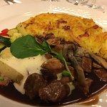 Butterzart: Schweinsgeschnetzeltes mit Rösti und Gemüse.
