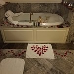 Rose Petal Scented Bath Draw
