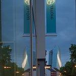 Hotel Motel One Frankfurt-East Side Foto