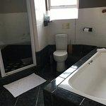 Bathroom Cacharias Suite 1