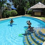 try dive in Kingsacre swimming pool with local dive school Aqua one