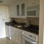 This kitchenette is convenient and well equipped. Specially because there is nothing to eat afte