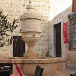 la fontaine du Peyra vue du bistro